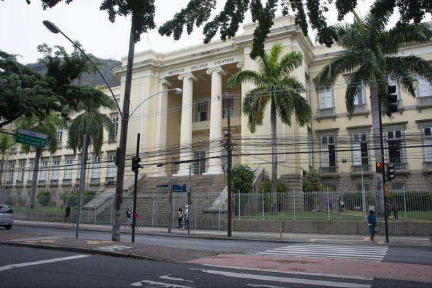 Restaurações de prédios tombados revelam sempre o mesmo tom no Rio. Por quê?